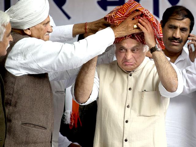 Congress-leaders-tie-a-turban-to-Jairam-Ramesh-during-party-s-protest-against-Centre-s-stand-on-the-Land-Acquisition-Act-AP-Photo