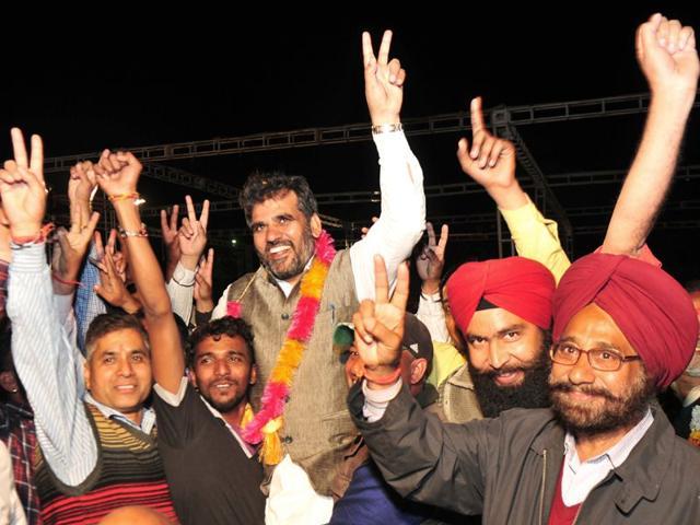 SAD-BJP-supporters-celebrating-their-victory-with-Dera-Bassi-legislator-NK-Sharma-in-Zirakpur-civic-election-on-Wednesday-Ravi-Kumar-HT