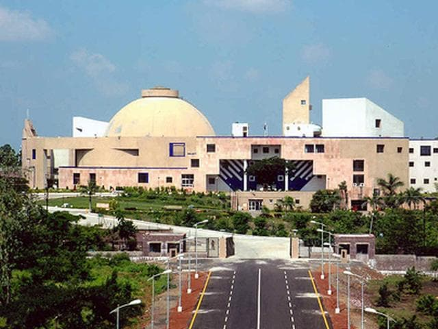 Congress, BJP MLAs scuffle over Vyapam scam at Madhya Pradesh assembly in Bhopal on Tuesday. (PTI Photo)