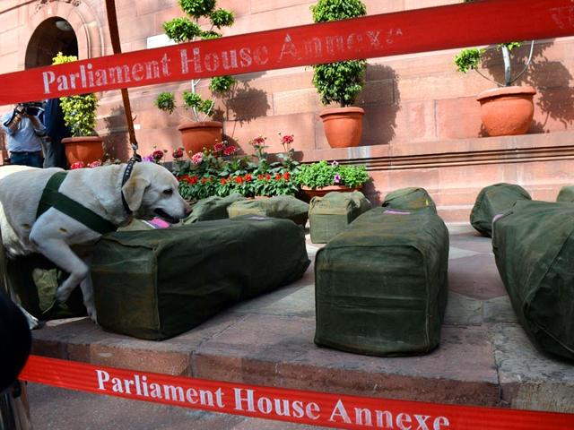 People-watch-Arun-Jaitley-presenting-the-budget-in-Chandigarh-Reuters