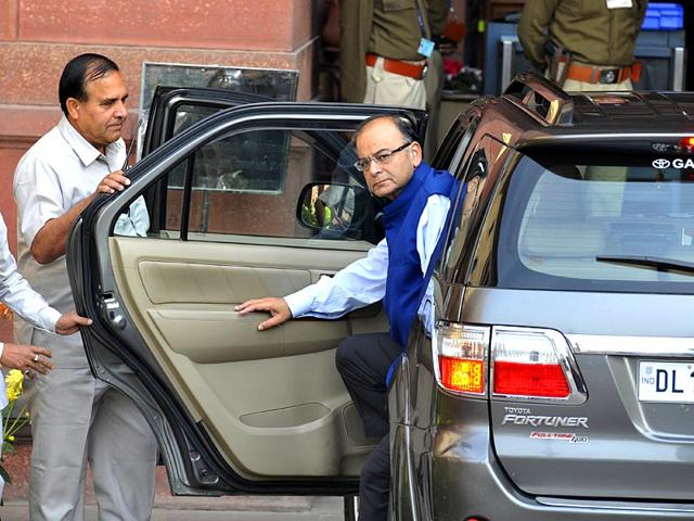 Finance-minister-Arun-Jaitley-leaves-his-office-to-present-the-Union-budget-2015-16-in-New-Delhi-Reuters