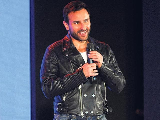 Saif-Ali-Khan-hounded-by-bystanders-for-handshakes-and-photographs-Photos-Yogen-Shah