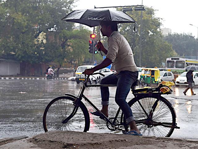 Rainy Monday in Delhi, Jammu-Srinagar highway closed due to heavy snowfall, landslides