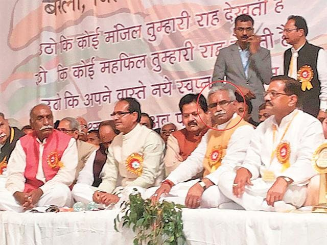 Shivraj-Singh-Chouhan-sitting-beside-Gulab-Singh-Kirar-a-member-of-the-state-s-backward-class-commission-and-an-accused-in-the-PEB-scam-HT-photo