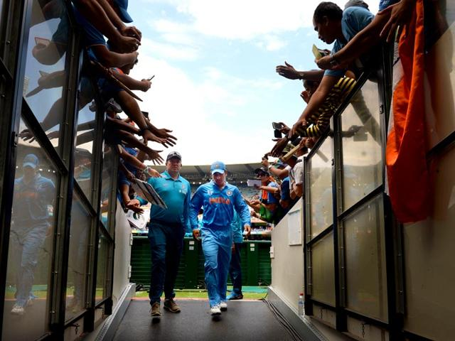 India-s-captain-Mahendra-Singh-Dhoni-C-leaves-the-grounds-after-the-coin-toss-during-the-Pool-B-2015-Cricket-World-Cup-match-between-South-Africa-and-India-at-the-Melbourne-Cricket-Ground-MCG-on-February-22-2015-AFP-PHOTO