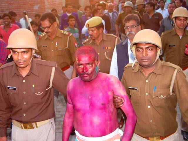 Drunken cops,Agra,lungi dance