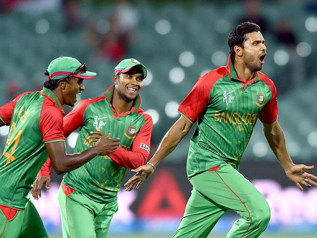 Viral tweets from #ENGvBAN: Malaysian requests, currency Rubel