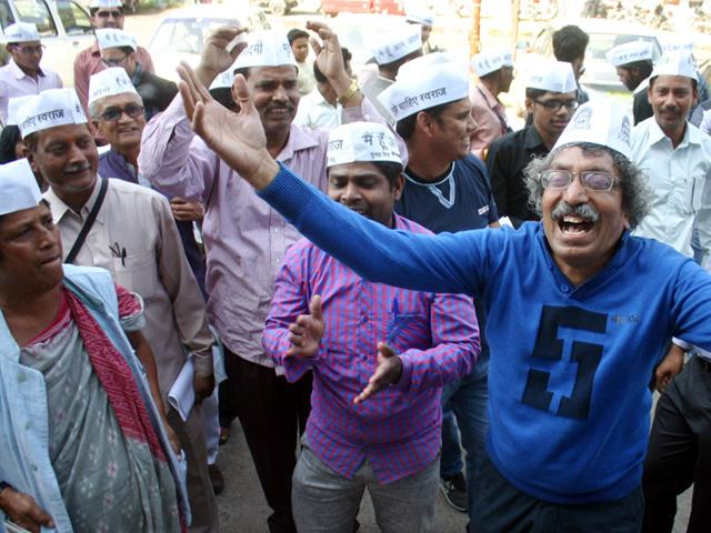 Poll   Who do you think is more on the right side in AAP strife?