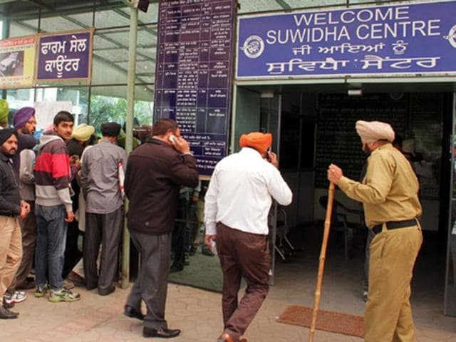 Visitors-waiting-outside-Suvidha-Centre-in-Ludhiana-JS-Grewal-HT