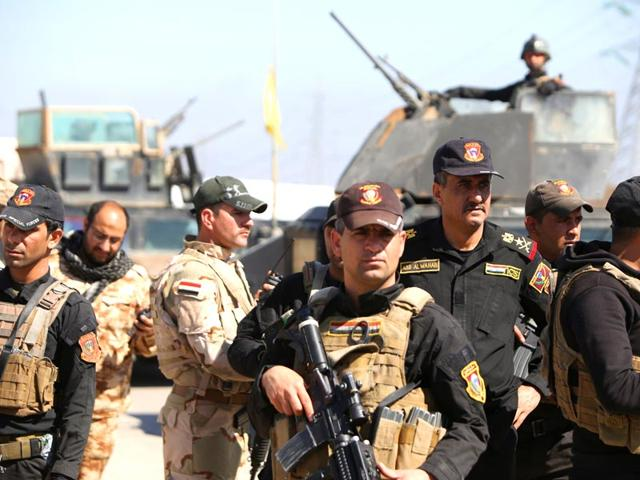 Iraqi-Lieutenant-General-Abdul-Wahab-al-Saadi-2R-inspects-the-government-forces-unit-on-the-outskirts-of-the-northern-city-of-Tikrit-as-they-prepare-to-launch-a-military-operation-to-take-control-of-the-city-from-Islamic-State-IS-group-fighters-AFP-photo