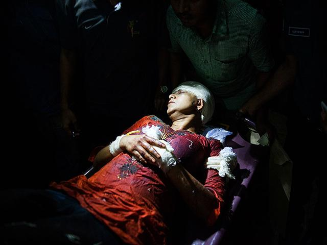Slain-US-Bangladeshi-blogger-Avijit-Roy-s-wife-Rafida-Ahmed-Banna-is-carried-on-a-stretcher-after-she-was-seriously-injured-by-unidentified-assailants-at-Dhaka-Medical-Collage-hospital-in-Dhaka-on-February-27-2015-AFP-Photo