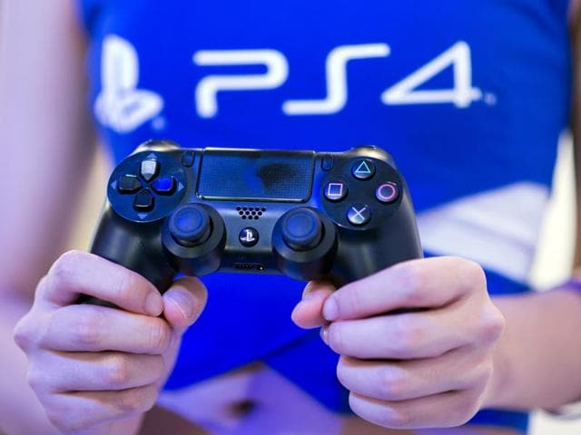 Sony-will-start-selling-its-flagship-console-hand-held-PlayStation-Vita-and-software-on-March-20-Photo-AFP