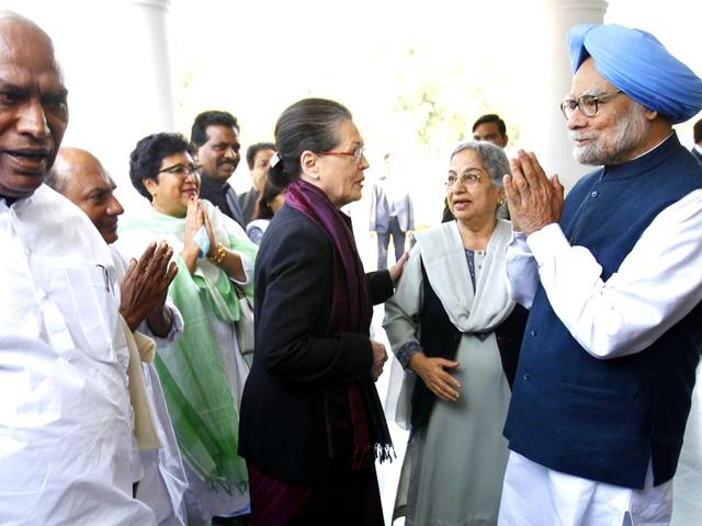 Congress-president-Sonia-Gandhi-meets-former-Prime-Minister-Manmohan-Singh-at-his-residence-in-New-Delhi-Ajay-Aggarwal-HT-Photo
