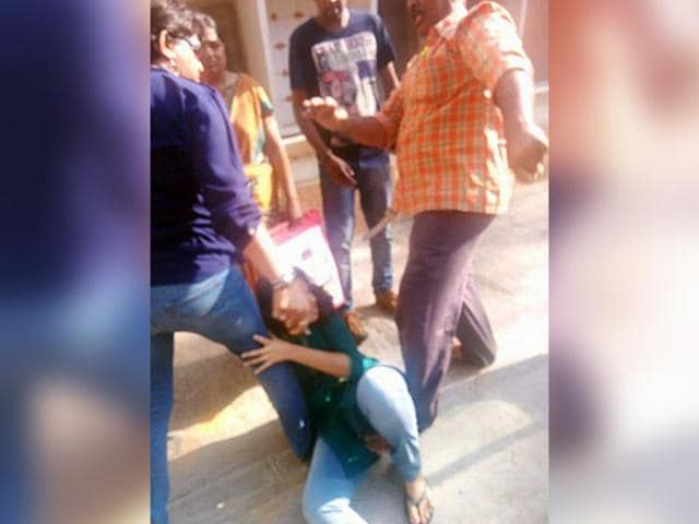 Facebook-upload-picture-shows-the-father-allegedly-beating-his-daughter-in-Bengaluru