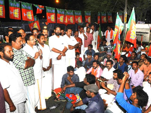 Ruling UDF,Opposition LDF,Kerala assembly