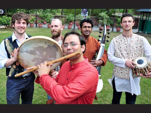 Band-Eshareh-team-members-at-Alliance-Francaise-in-Chandigarh-Ravi-Kumar-HT