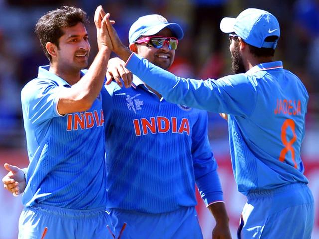India-s-Mohammed-Shami-celebrates-the-dismissing-of-Ireland-s-Kevin-O-Brien-L-during-their-Cricket-World-Cup-match-in-Hamilton-March-10-2015-REUTERS