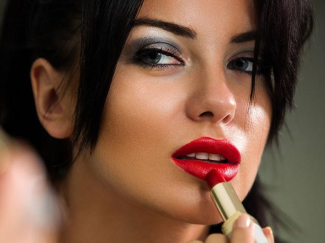 Instead-of-disposing-your-old-red-lipstick-turn-it-into-a-lipbalm-Photo-Shutterstock