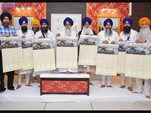 Giani-Gurbachan-Singh-Jathedar-of-Akal-Takht-Sahib-Giani-Gumukh-Singh-Jathedar-Takht-Damdama-Sahib-Giani-Mal-Singh-Jathedar-of-Takht-Keshgarh-Sahib-along-with-other-SGPC-officials-releasing-the-Nanakshahi-Calendar-2015-16-HT-File--Photo-