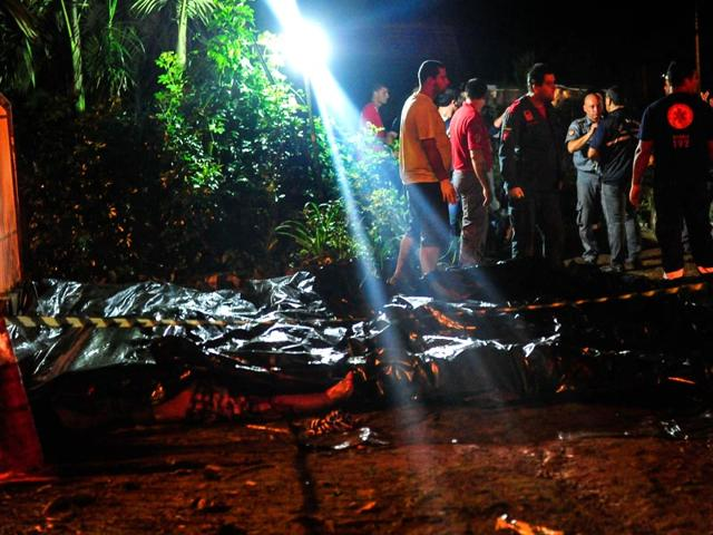 Handout-picture-released-by-Agencia-RBS-showing-the-bodies-of-victims-of-a-bus-accident-in-Campo-Alegre-state-of-Santa-Catarina-southern-Brazil-on-March-14-AFP-Photo