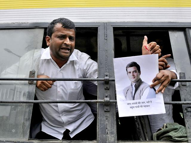 Members-of-the-Congress-youth-wing-protest-the-alleged-snooping-on-party-vice-president-Rahul-Gandhi-Sushil-Kumar-HT-Photo