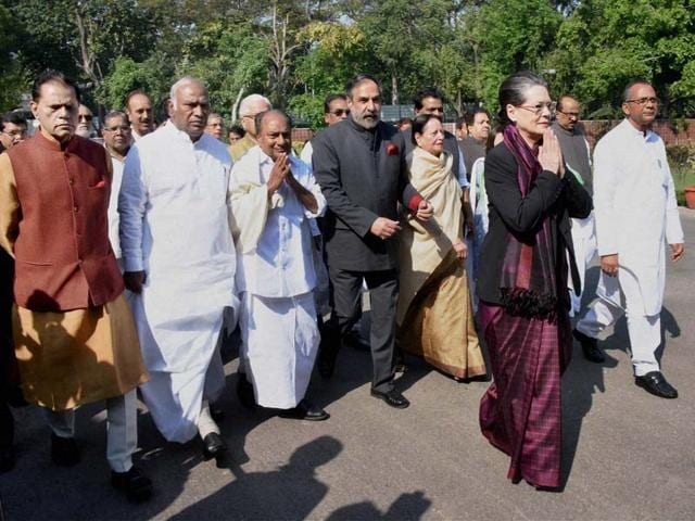 Congress-leader-Kamal-Nath-Ahmed-Patel-Ambika-Soni-and-Renuka-Chowdhury-with-TMC-MPs-take-part-in-a-march-to-Rashtrapati-Bhawan-against-the-land-bill-in-New-Delhi-Photo-by-Vipin-Kumar-Hindustan-Times