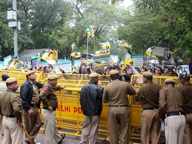 Delhi-Police-try-to-stop-Gorkhaland-supporters-from-marching-towards-home-minister-Rajnath-Singh-s-residence-in-New-Delhi