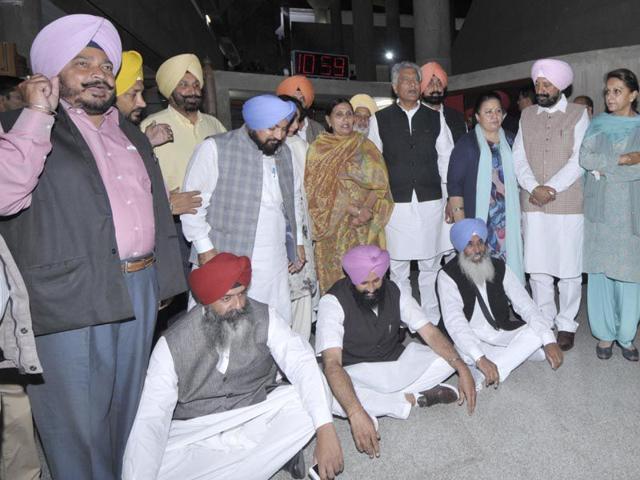 Senior-Punjab-leaders-stagged-walkout-during-Punjab-assembly-budget-session-at-Punjab-Vidhan-Sabha-in-Chandigarh-on-Thursday-Keshav-Singh-HT