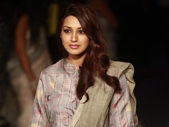 Bollywood-actor-Sonali-Bendre-poses-during-the-Lakme-Fashion-Week-Summer-Resort-2015-in-Mumbai-AP