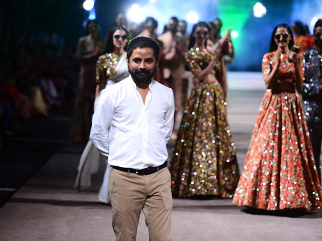 Models-walk-on-the-ramp-for-fashion-designer-Sabyasachi-Mukherjee-s-show-at-the-Lakme-Fashion-Week-Summer-Resort-2015-in-Mumbai-IANS