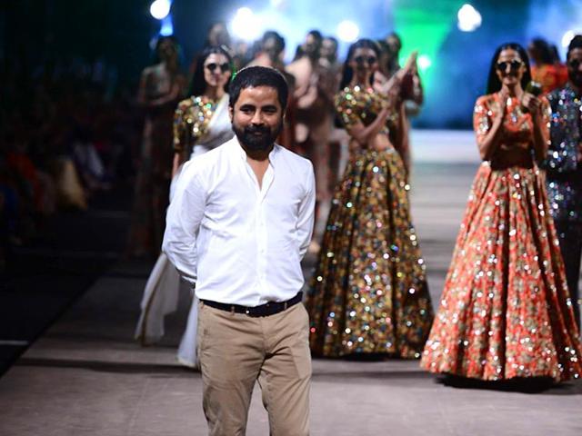 Models-walk-on-the-ramp-for-fashion-designer-Sabyasachi-Mukherjee-s-show-at-the-Lakme-Fashion-Week-Summer-Resort-2015-in-Mumbai-IANS
