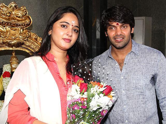 Inji-Iduppazhagi-is-a-romantic-comedy-starring-Anushka-Shetty-and-Arya-IANS