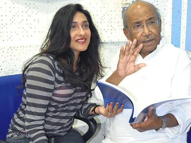 Rituparna-Sengupta-and-Tarun-Majumdar-have-worked-together-in-films-such-as-Alo-and-Chander-Bari-Tarun-Majumdar-HT-Photo