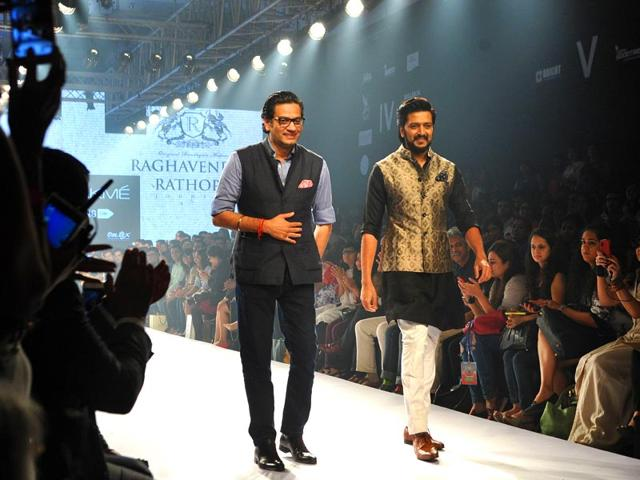 Bollywood-actor-Ritesh-Deshmukh-right-showcases-a-creation-by-designer-Raghavendra-Rathore-left-at-LFW-in-Mumbai-on-Thursday-AFP