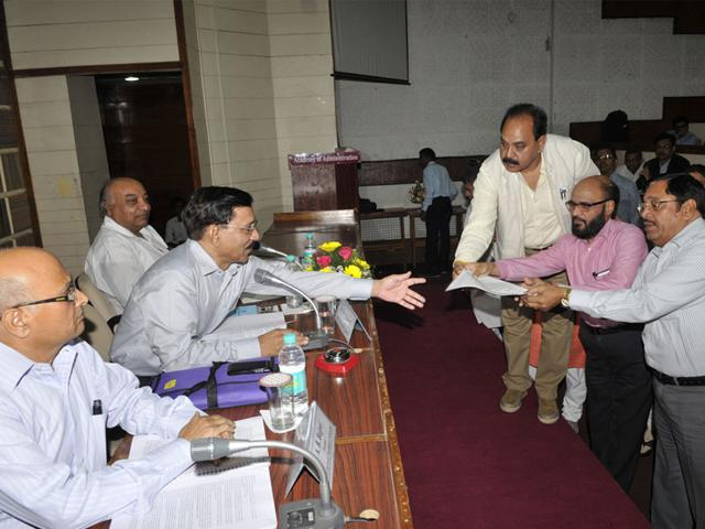 Congress-leaders-hand-over-their-objections-to-MP-Electricity-Regulatory-Commission-chairman-Devraj-Birdi-during-hearing-in-Bhopal-on-Friday-Praveen-Bajpai-HT-photo