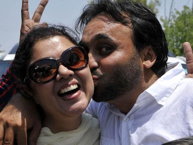 Aam-Aadmi-Party-s-Bhagwant-Mann-kissing-wife-Inderjeet-Kaur-after-his-victory-in-the-2014-Lok-Sabha-polls-in-Sangrur-HT-file-Photo