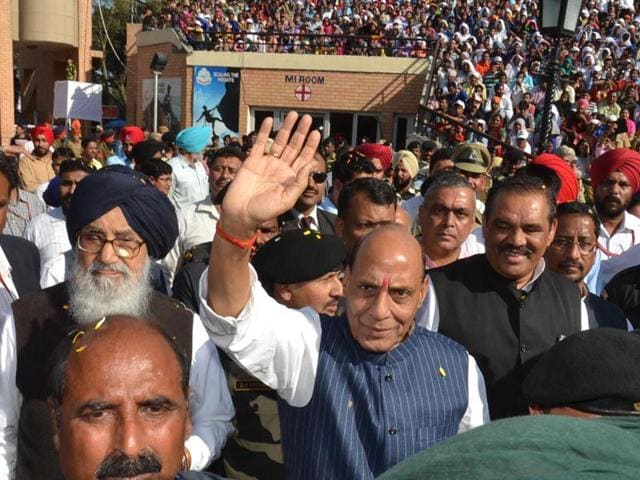 Union-home-minister-Rajnath-Singh-along-with-Punjab-CM-Parkash-Singh-Badal-at-Attari-border-in-Amritsar-Sameer-Sehgal-HT