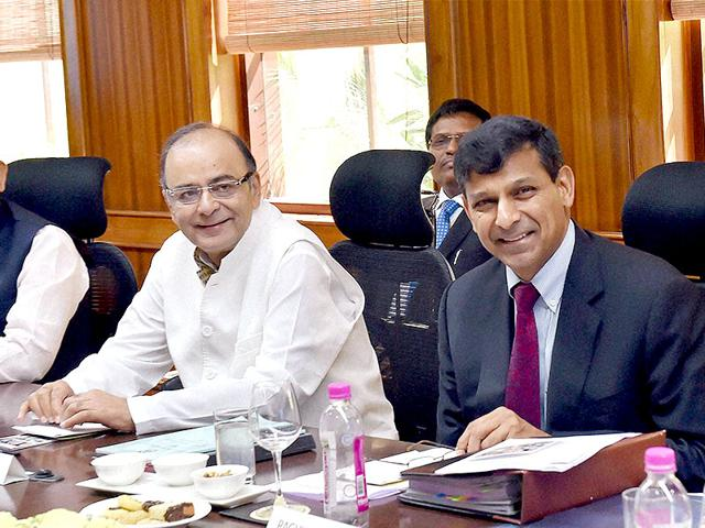 Finance-Minister-Arun-Jaitley-with-MoS-Finance-Jayant-Sinha-and-RBI-Governor-Raghuram-Rajan-at-the-550th-Central-board-meeting-of-RBI-in-New-Delhi-PTI-Photo