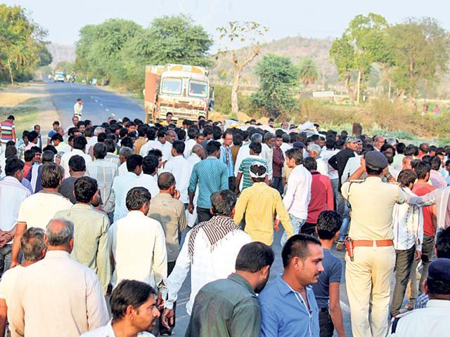 Dewas firing,Tukoji Rao Puar,Pratap Lodhi