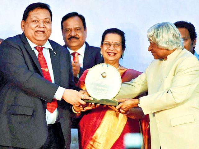 From-left-L-amp-T-chairman-AM-Naik-his-wife-Geetaben-Naik-and-former-president-APJ-Abdul-Kalam-in-Mumbai-on-Monday-PTI-Photo