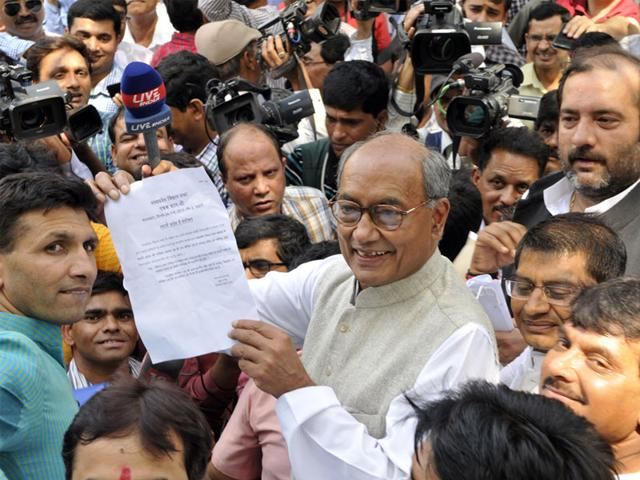 Digvijaya-Singh-said--a-person-who-claimed-to-be-a-well-wisher-of-the-government-had-approached-him-for-a-talk-on-MPPEB-scam-Praveen-Bajpai-HT-photo
