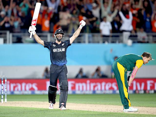 Grant-Elliott-celebrates-hitting-the-winning-runs-as-Dale-Steyn-looks-dejected-during-the-semi-final-of-the-2015-World-Cup-between-New-Zealand-and-South-Africa-played-at-Eden-Park-in-Auckland-AFP-Photo