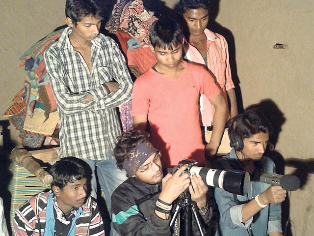 Filmmaker-Manish-Kumar-Shukla-during-a-shoot-near-Ranchi-HT-photo