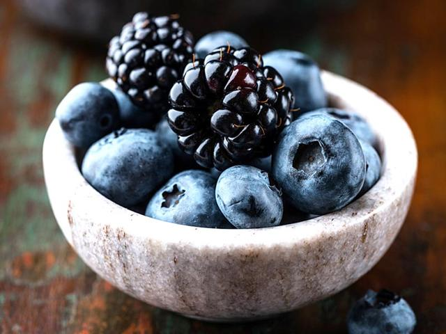 Blueberries-and-blackberries-are-among-the-brain-protecting-foods-encouraged-under-the-MIND-diet-Photo-Shutterstock