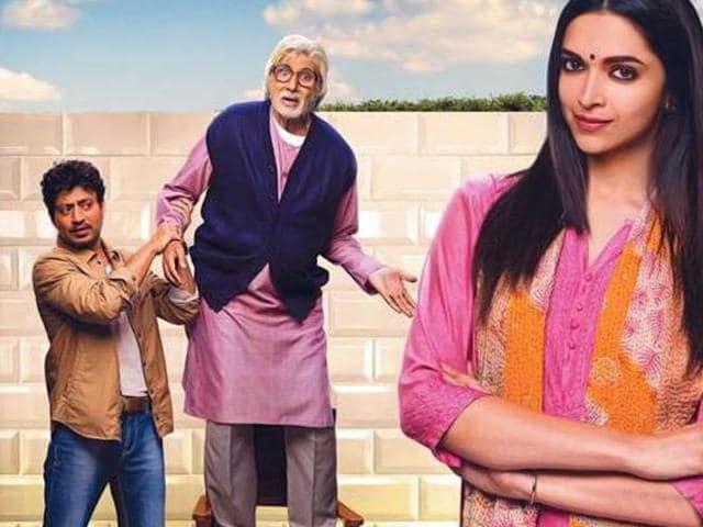 Piku-pair-together-again-Big-B-helps-Deepika-Padukone-take-a-step-at-HT-Mumbai-s-Most-Stylish-2015-Awards-in-Mumbai-HT-Photo