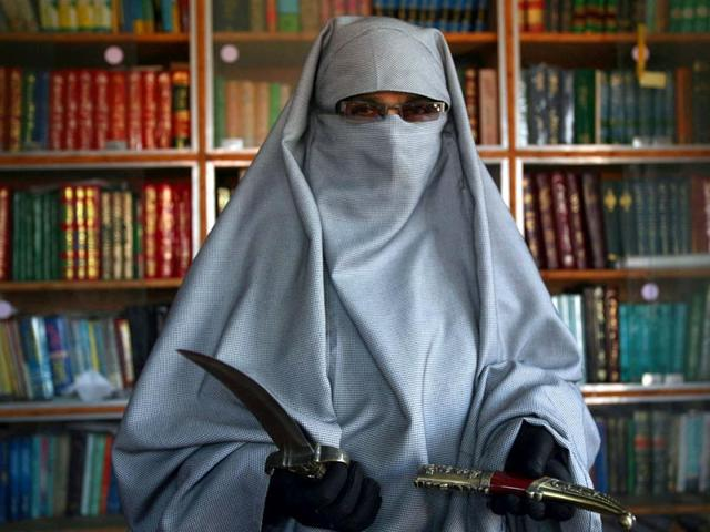 Asiya-Andrabi-chief-of-the-Dukhtaran-e-Milat-Daughters-of-the-Muslim-Faith-shows-off-her-knife-at-her-residence-in-Baspora-the-outskirts-of-Srinagar-Vikas-Khot-HT-File-Photo