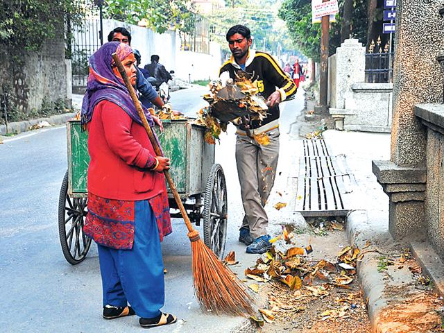 The-Dehradun-civic-body-has-only-646-permanent-sanitation-workers-apart-from-around-115-contractual-workers-HT-photo
