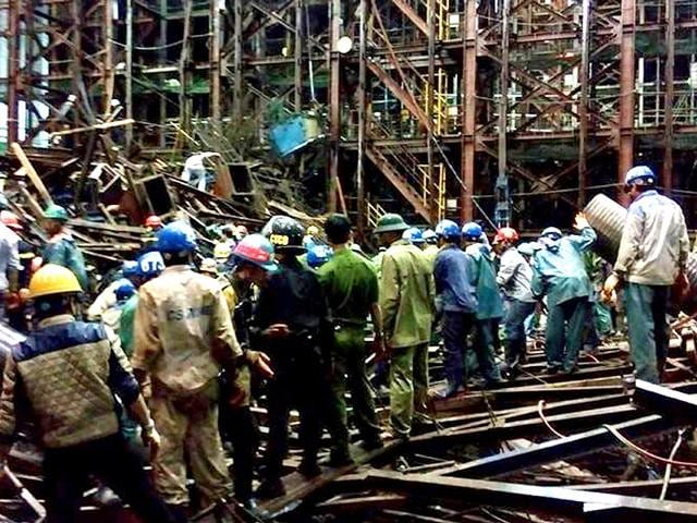 Rescue-operations-ongoing-at-a-collapsed-construction-site-in-Ha-Tinh-province-south-of-Hanoi-AFP-Photo
