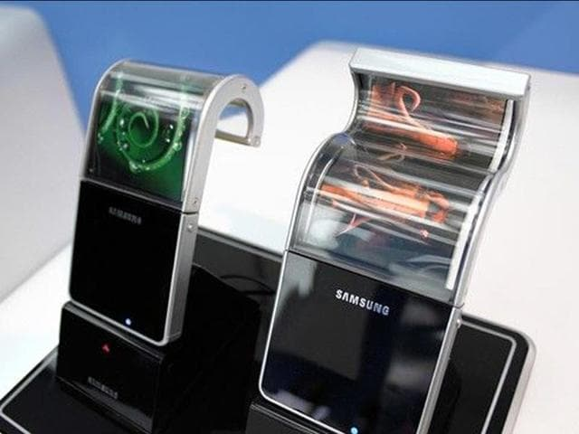 Samsung-displayed-a-series-of-flexible-mobile-terminal-prototypes-at-CES-2011-Photo-AFP