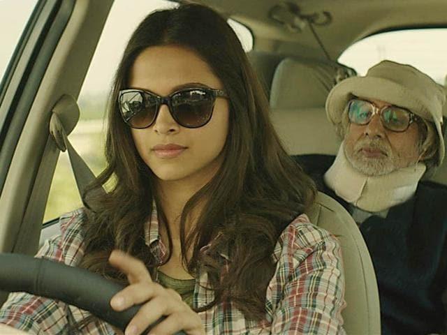 Deepika-Padukone-Amitabh-Bachchan-and-Irrfan-Khan-in-Piku-poster
